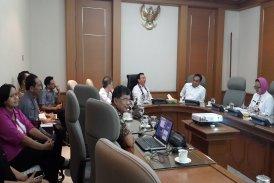 Ibu Eka Permanasari bersama Presdir PT Pembangunan Jaya dan PT Jaya Konstruksi audiensi tentang Pembangunan RPTRA di hadapan Gubernur DKI Jakarta Basuki Tjahaja Purnama